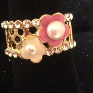 Pearls and crystals in goldtone ring size 9